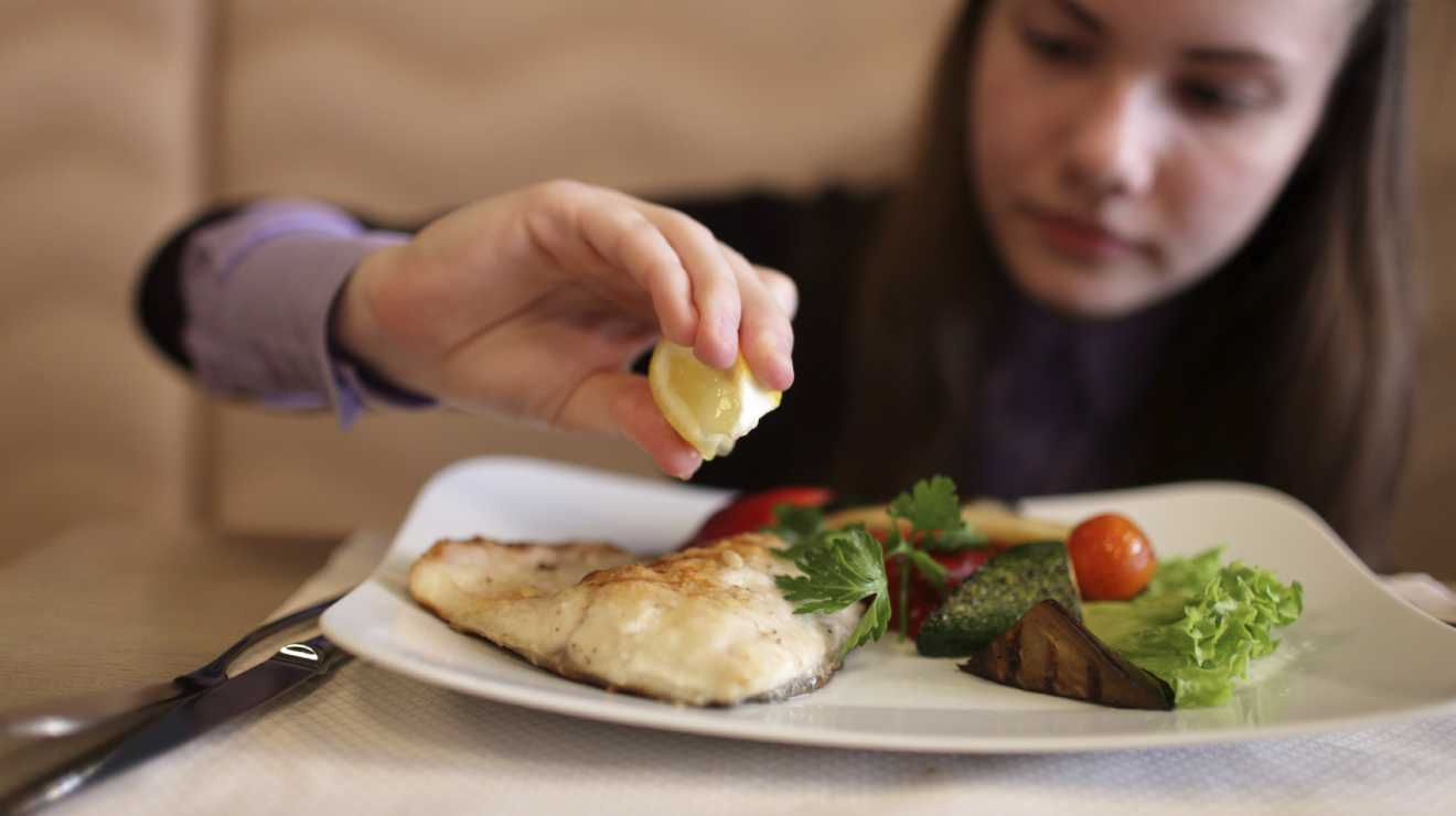 Количество рыбы в рационе детей связали с более высоким IQ
