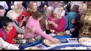Зрители «Поле чудес» после программы бегут к барабану и разбирают еду