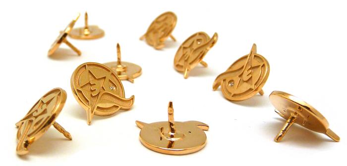 Значки из золота: почему они снова популярны во всем мире?
