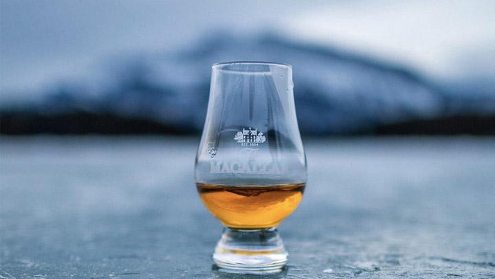 В стаканчике на фото налито виски на $3,100!